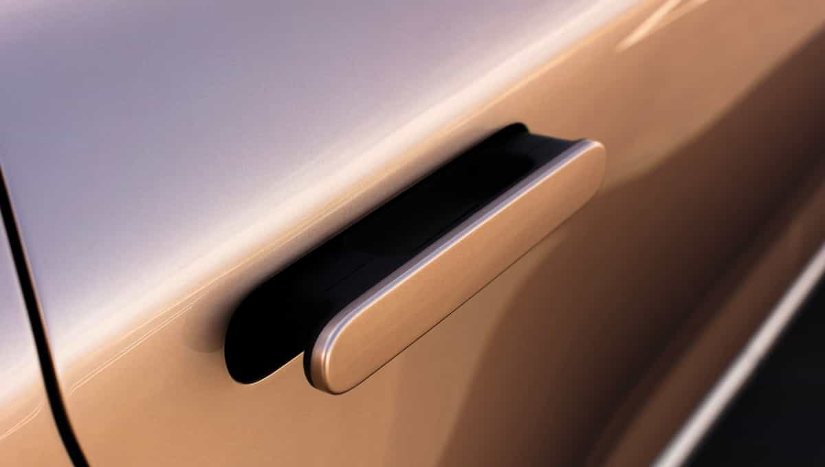 Integrated flush door handles