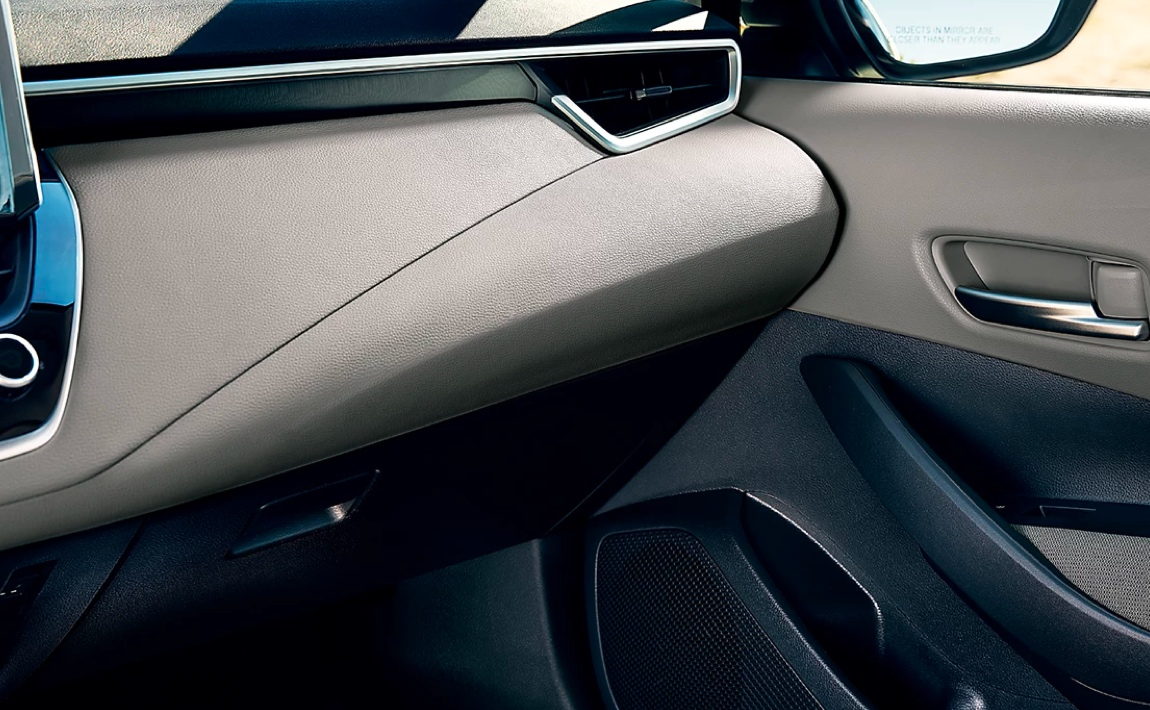 Soft-Touch Interior and Piano-Black Accents